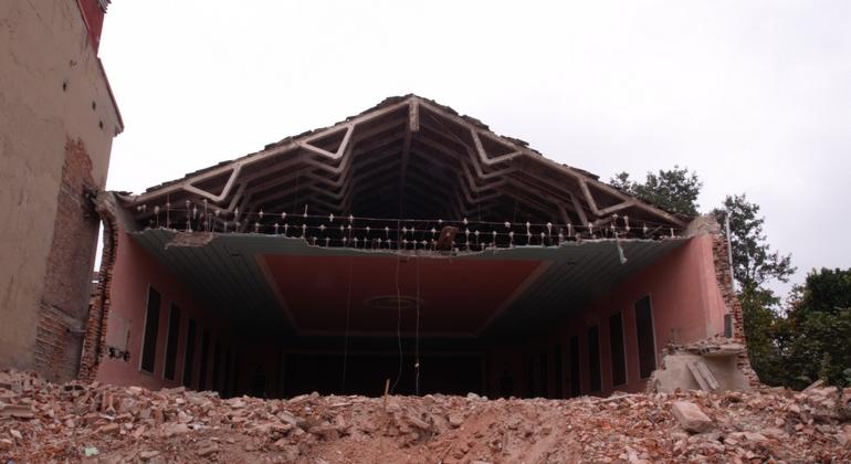 Cine Patagonia (abandonado-medio demolido)