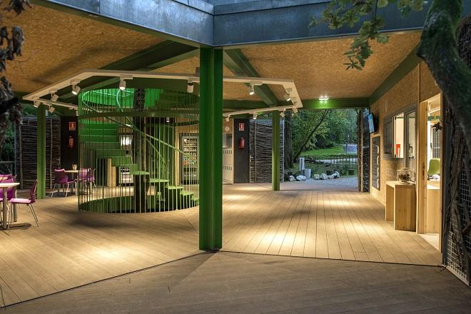 Edificio de recepción y vestuarios del parque de aventuras Selva Asturiana