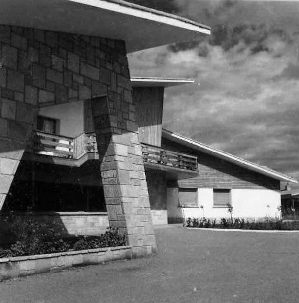 Edificio de recepción y usos múltiples de la Ciudad Residencial de Perlora